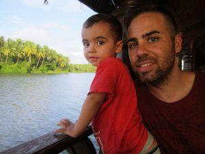 14045645_10209838317705836_275229848985495501_n-300x225 viajar a India con niños